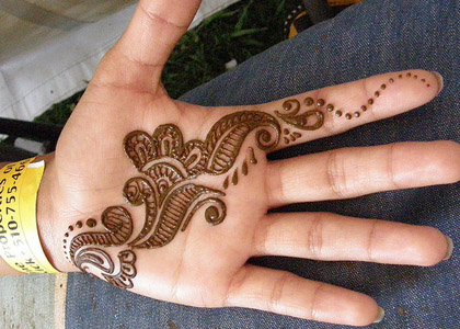 Latest Indian Mehndi Designs For Kids Hands 009