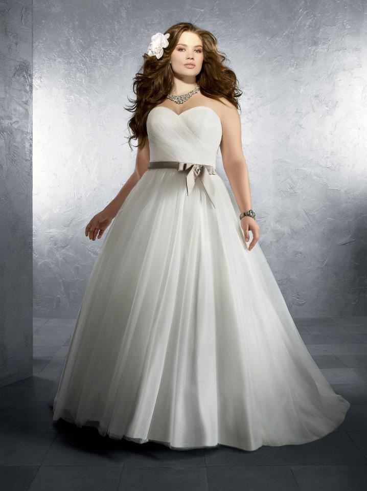 How to Shop for a Plus Size Wedding Dresses