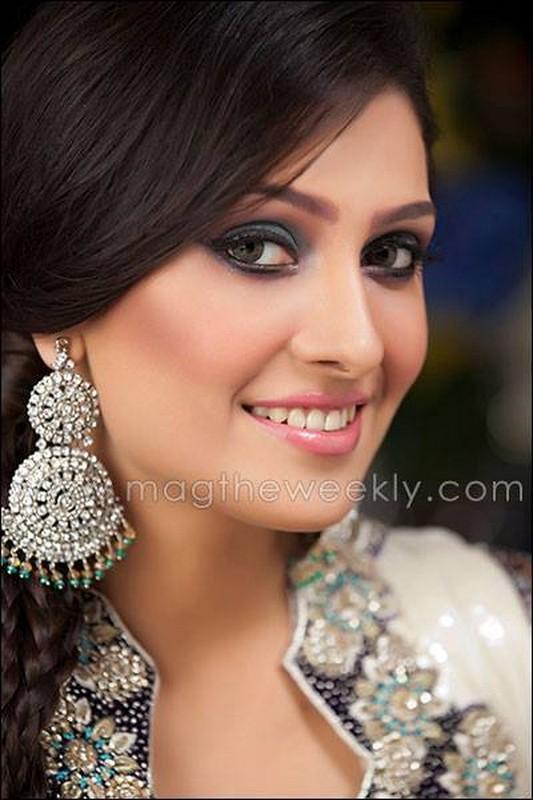 Model and Actress Ayeza Khan Biography 8