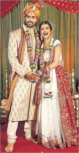 Aishwarya Abhishek Wedding Pictures 005 Life N Fashion