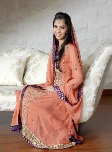Engagement Dresses Trends 2014 In Pakistan 001 Life N