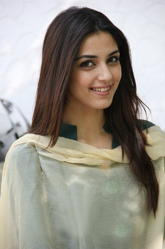 Maya Ali Full Biography And Pictures 5 Life N Fashion