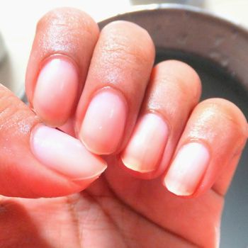 Effective And Simple Nail Tips To Remove Yellow Stains