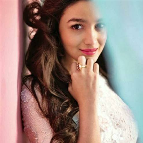 Indian Actress Alia Bhatt Biography And Pictures0010