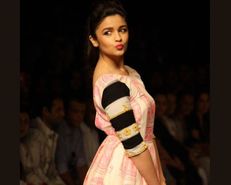 Indian Actress Alia Bhatt Biography And Pictures0012
